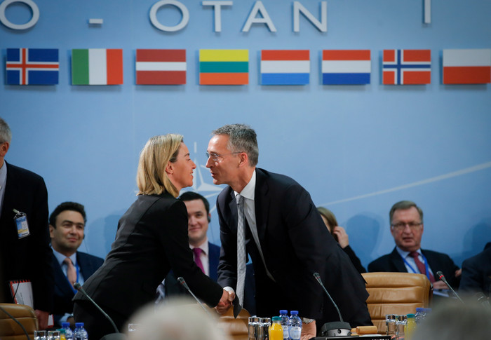 Двадцать стран ЕС согласились подписать договор о коллективной обороне