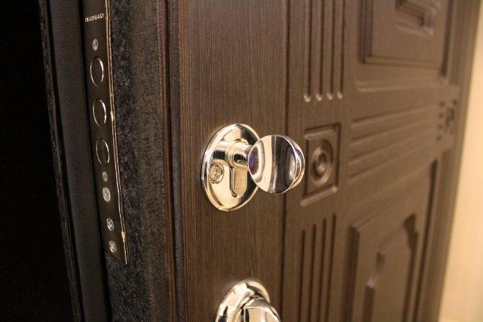 Как выбрать стальные двери для дома