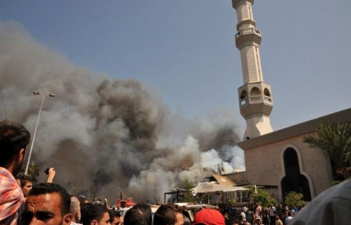 Египет: десятки человек погибли от взрыва мечети