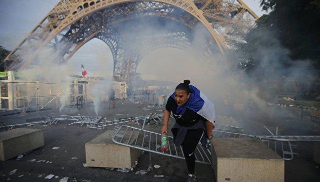 футбольные хулиганы, Эйфелева башня, Евро-2016, чемпионат по футболу, беспорядки, Париж
