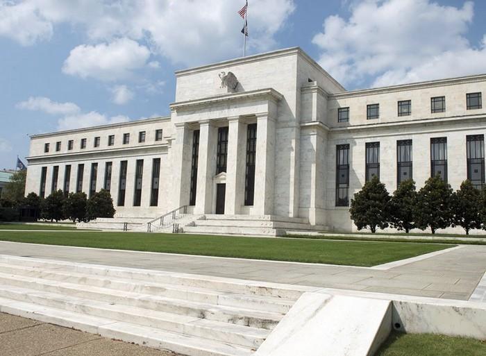 Эксперты Федеральной резервной системы рекомендуют повысить процентные ставки