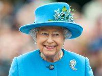 Елизавета II планирует отречься от престола ипередать трон принцу Чарльзу