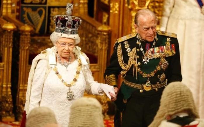 Елизавета II три раза в день употребляет алкогольные напитки