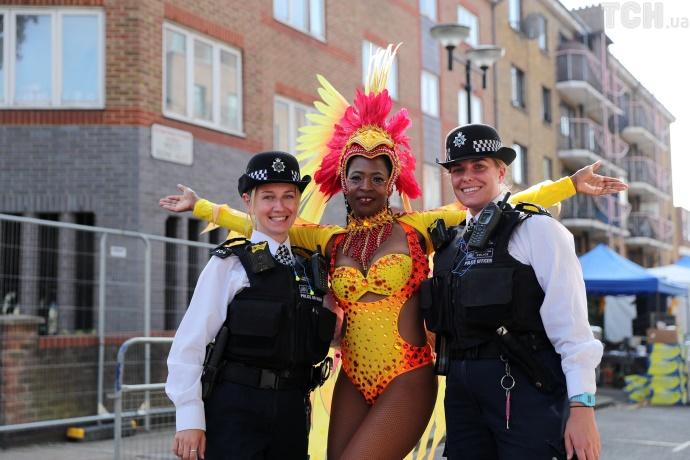 Эпатажные костюмы и упругие ягодицы на лондонском карнавале Ноттинг Хилл (фото)