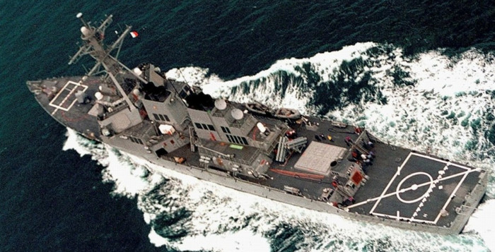 """Эсминец США прошел в 12 милях от китайского острова в качестве демонстрации """"свободы судоходства"""""""