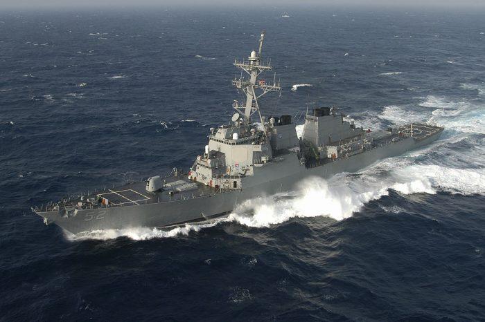 Эсминец США вторгся в территориальные воды КНР, - МИД Китая