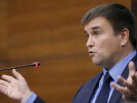 Этнические венгры массово выезжают из Закарпатья, — Климкин