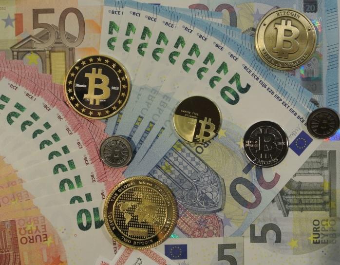 Еврокомиссия может ограничить транзакции с наличкой и цифровой валютой