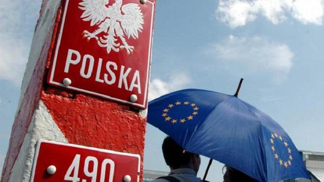 Европарламент принял резолюцию о санкциях против Польши