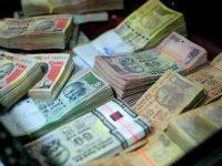 Финансовый кризис в Индии: в день можно покупать не более 30 долларов