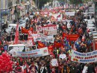 Акции протестов во Франции: десятки раненых полицейских, сотня задержанных (фото)