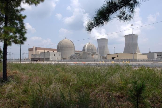 Французы закрывают старейшую атомную электростанцию