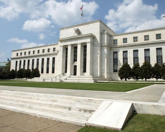 Федеральная резервная система США сохранила базовую ставку на уровне 0-0,25%