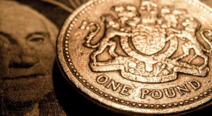 Фунт стерлингов переживает падение из-за событий в Манчестере
