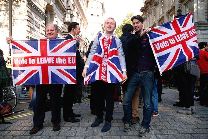 Великобританию могут лишь права проводить расчеты по сделкам в евро