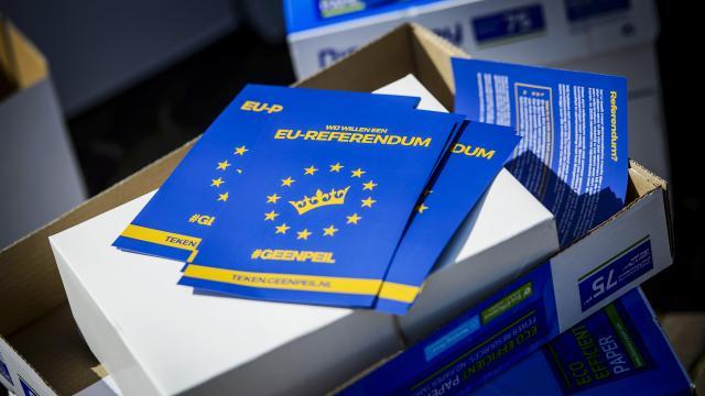 В Нидерландах собрали более 450 тыс. голосов для референдума против ассоциации Украины с ЕС