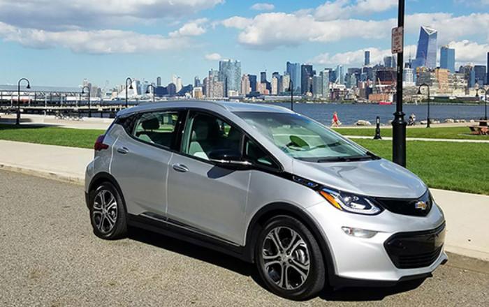 General Motors продал первые электромобили Chevrolet Bolt