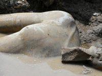 Гигантская статуя фараона Рамзеса II найдена в трущобах Каира