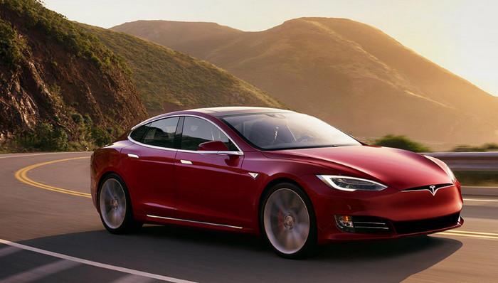 Глава отдела продаж Tesla получит премию $700 тысяч