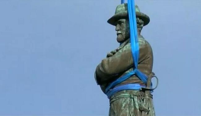 Города США ускорили демонтаж памятников Конфедерации