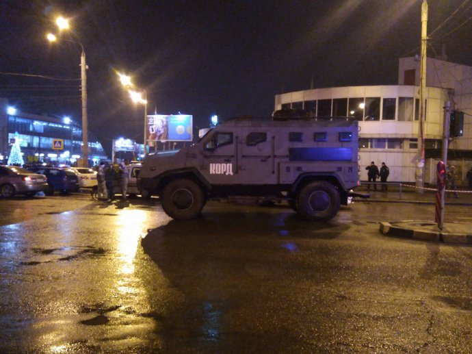 Грабитель в Харькове отпустил 5 заложников и выдвинул требования