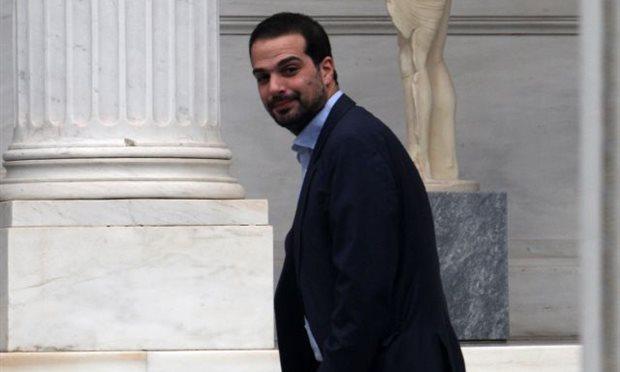 Не смотря на не выплаченные долги, Греция требует выделения новых кредитов