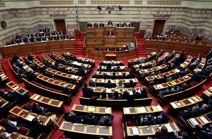 Парламент Греции одобрил непопулярный закон для получения финансовой помощи