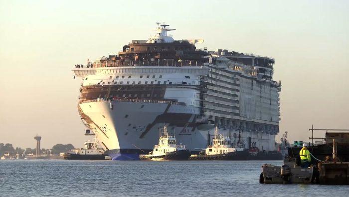 Самый большой в мире круизный лайнер Harmony of the Seas вышел в море