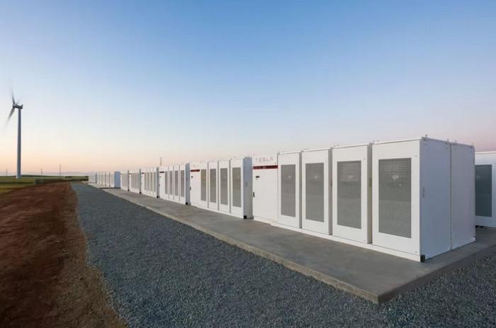 Илон Маск завершил строительство крупнейшей в мире литий-ионной батареи в Австралии