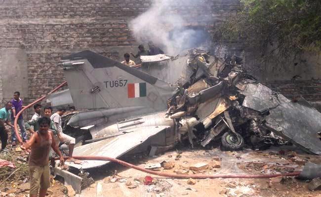 В Индии бомбардировщик  МиГ-27 врезался в здание