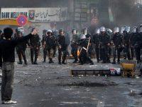 Студенты массово погибают во время беспорядков на акциях протеста в Иране