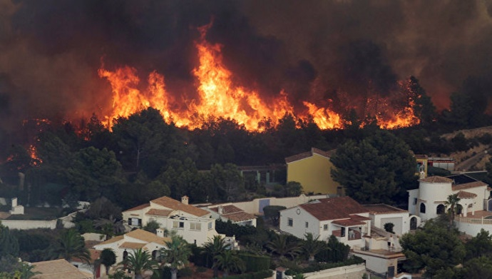 Испанцев и португальцев эвакуируют из-за масштабных лесных пожаров