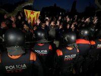Испания: 10 полицейских пострадало во время митинга вподдержку Пучдемона