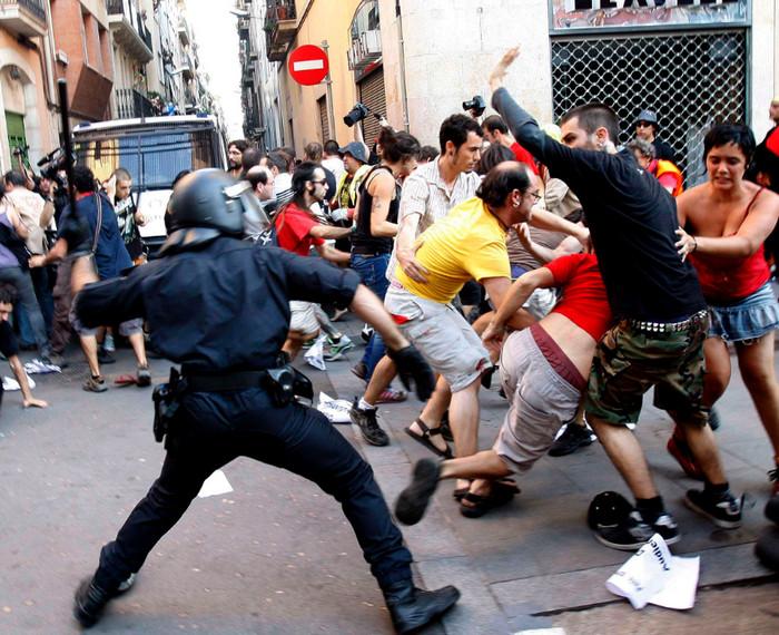 Испанская полиция применила чрезмерное насилие в Каталонии, - Human Rights Watch