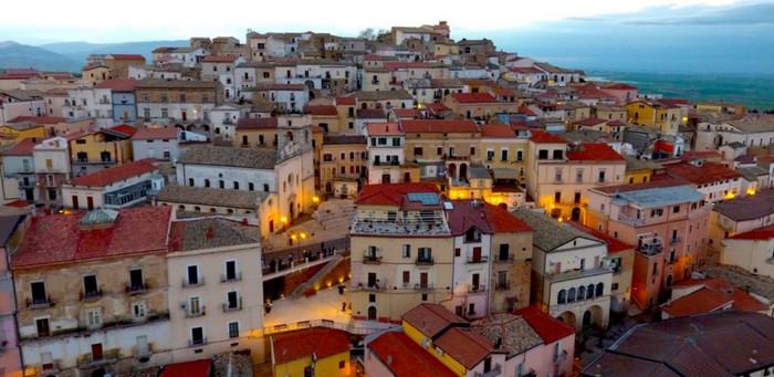 Итальянский город готов платить людям, чтобы они стали его жителями