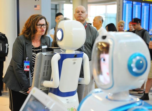 Из шотландского магазина уволили робота-продавца за глупые шутки