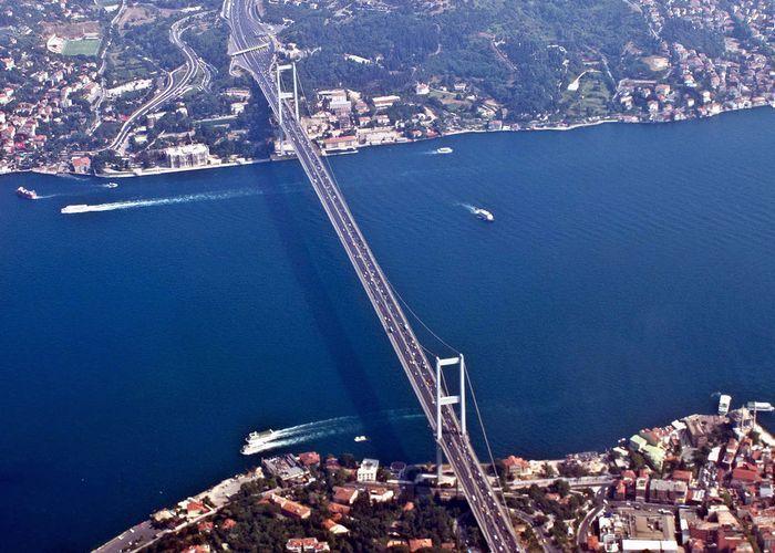 Из-за аварии на танкере закрыт пролив Босфор