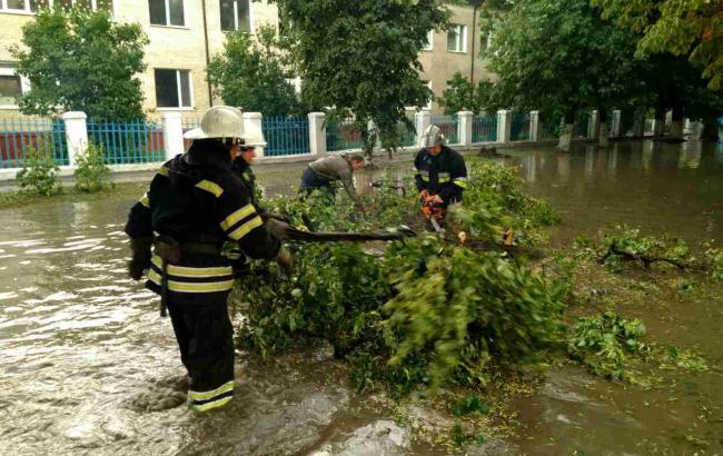 Из-за непогоды обесточены 537 населенных пунктов в 14 областях, —ГосЧС
