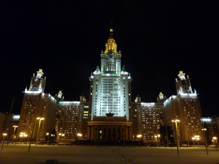 Из-заугрозы взрыва эвакуируется Московский государственный университет имени Ломоносова