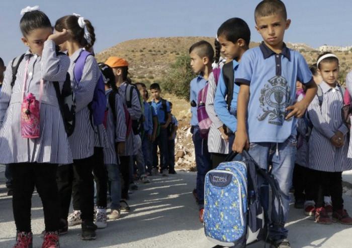 Израиль убирает здания палестинских школ, построенные без разрешения