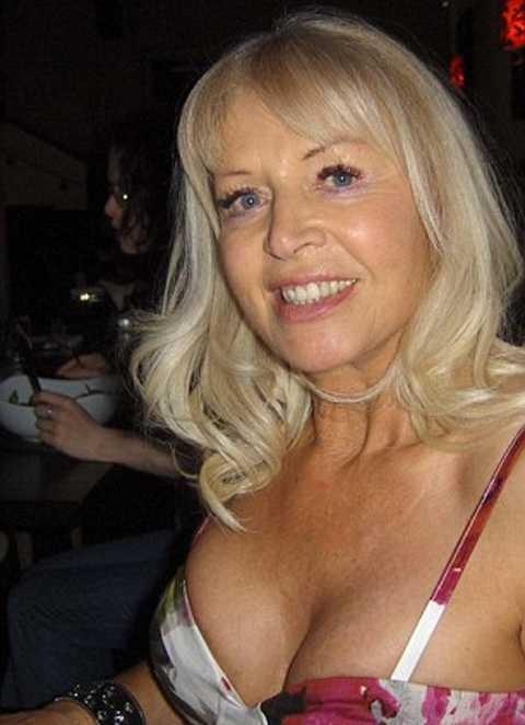73-летняя жительница Великобритании побила рекорды по популярности среди мужчин