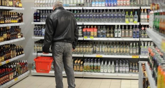 Кабмин поднял минимальные цены на вино и водку