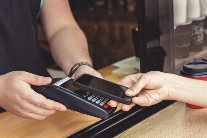 NFC, iPhone, Приват24, Apple Watch, Wallet, бесконтактно, платеж, умные часы, НФС, Айфон, как