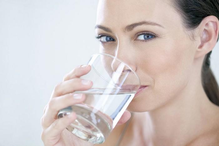 Как правильно пить воду мужчинам и женщинам: таблица, график по часам в течение дня, для похудения fdlx