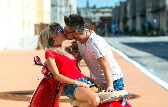 Как правильно целоваться с парнем, девушкой? С языком по-французски или без языка: инструкция фото fdlx