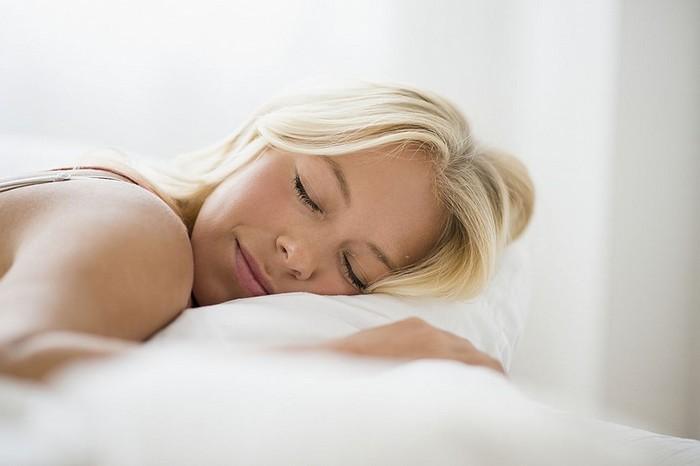 Сколько времени нужно спать fdlx как правильно спать, чтобы выспаться и отдохнуть, чтобы не болела спина, шея, как правильно спать по времени, головой, без подушки