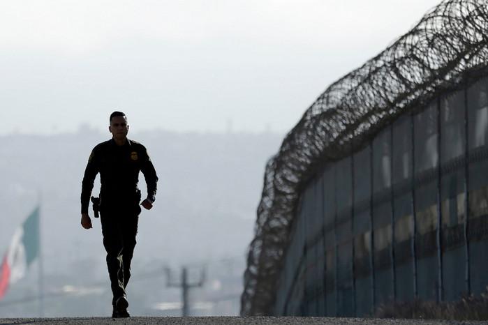 Калифорния подала в суд на строительство приграничной стены с Мексикой