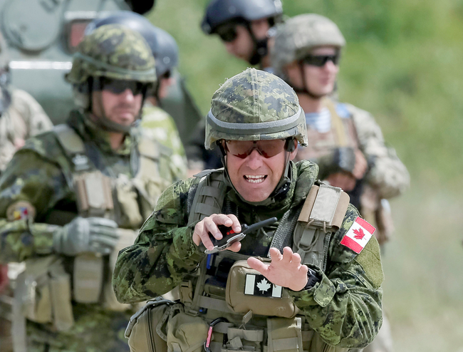 Канада увеличила число инструкторов в армии Украины