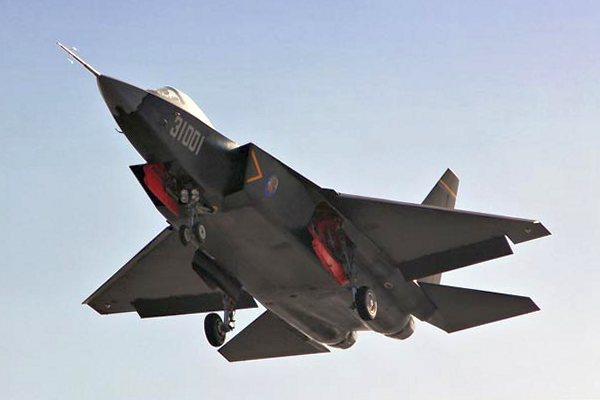 Китай провел испытания прототипа истребителя пятого поколения FC-31 Gyrfalcon