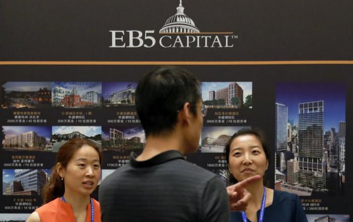 Китайцы потратили 24 млрд долларов на золотые визы в США